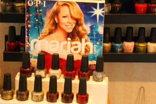 Ah?!!!! Mariah Carey est encore une égérie de la mode?!!!