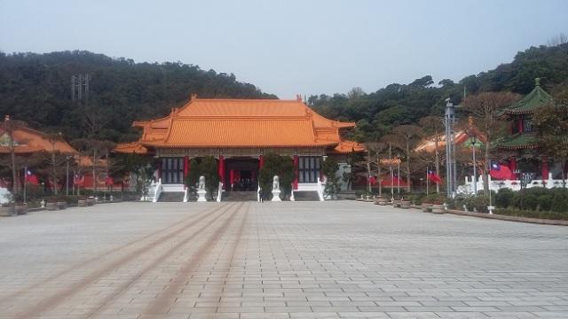 Mausolée des martyrs: esplanade et bâtiment principal