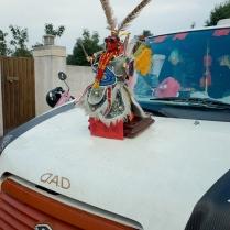 Capot d'une voiture customisée